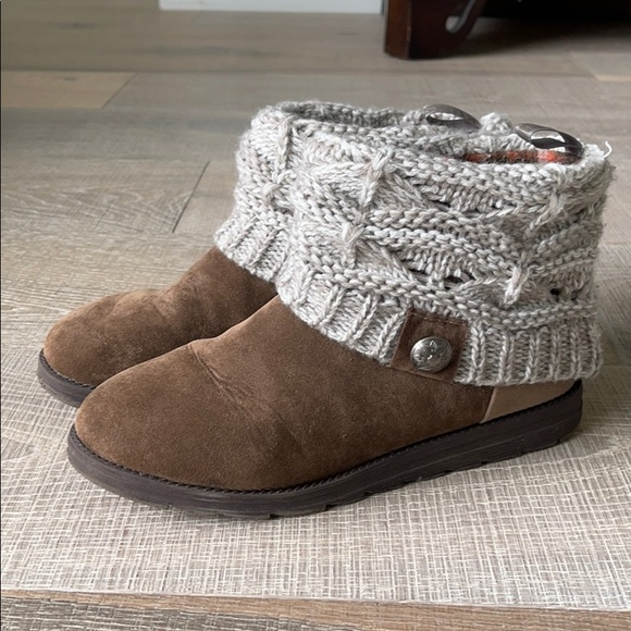 Mukluks Sweatered Booties